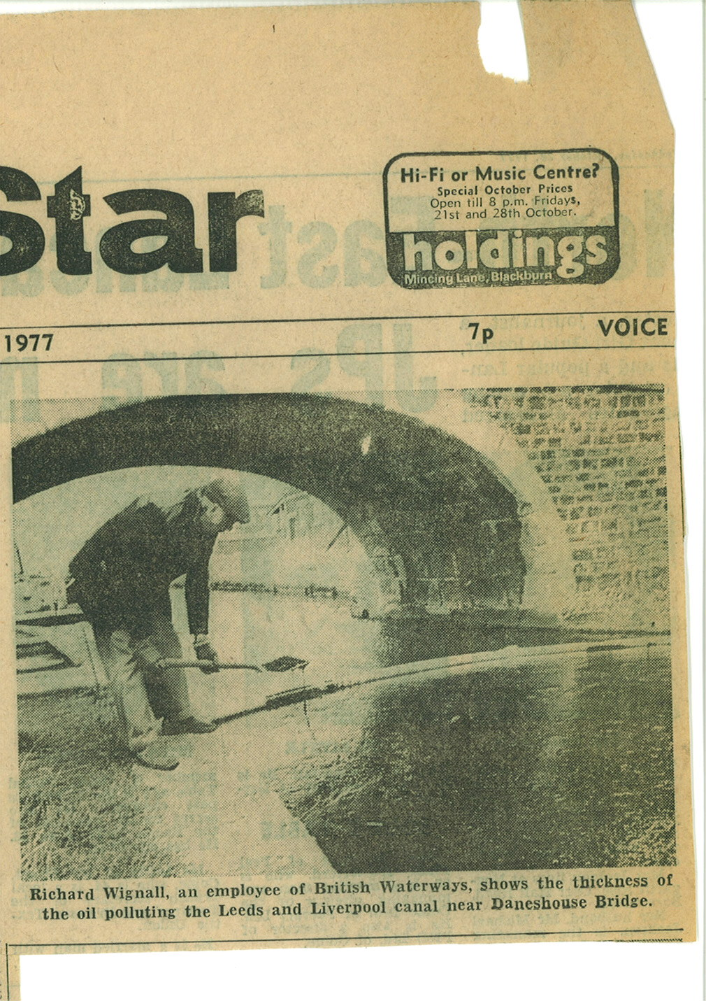 1977 Oil pollution on canal.jpg